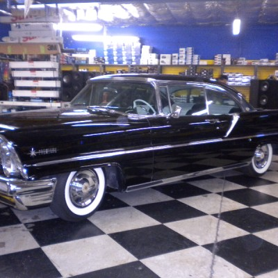 Lincoln Premier Front Side View